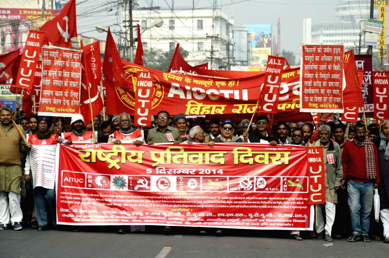 Members of AIUTUC stage a demonstration to press for their demands in Patna, on Dec 5, 2014.