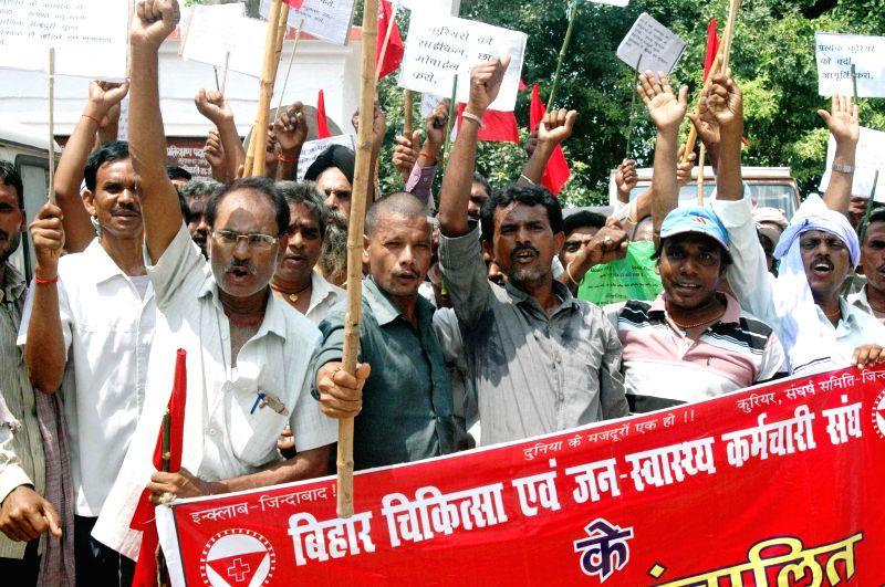 Members of 'Bihar Chikitsa Evam Jan Swaasthya Karmachari Sangh' stage a demonstration in Patna on Aug 28, 2014.