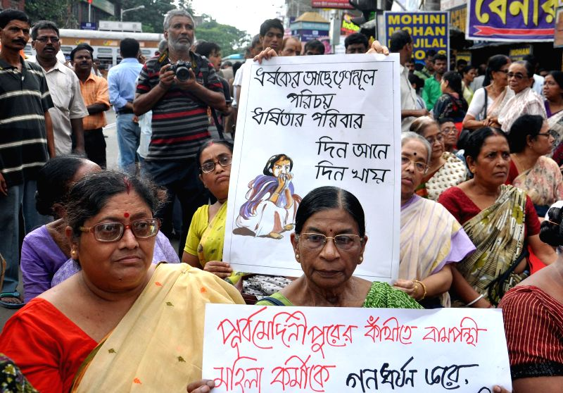 Members of leftist women organisations block the traffic to protest against recent Contai rape case in Kolkata on Aug 19, 2014.