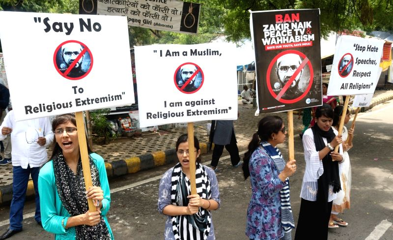 Members of Mehdi Foundation of India staged a protest against Zakir Naik in New Delhi, on July 18, 2016.