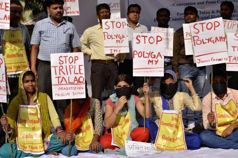 Members of Pragatisheel Muslim Samaj stage a demonstration against triple talaq at Jantar Mantar in New Delhi, on May 10, 2017.
