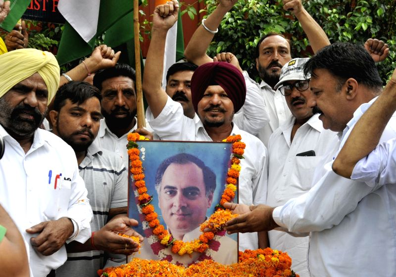 Members of the All India Anti-terrorist Front  pay tribute to former prime minister Rajiv Gandhi on his death anniversary, in Amritsar on May 21, 2017. - Rajiv Gandhi