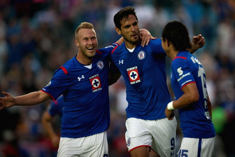 Cruz Azul's Roque Santa Cruz (C) celebrates scoring with his teammates during the match against Tigres at the 2015 Closing Tournament of the MX League in ...