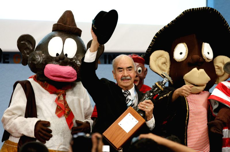 "File photo taken on Dec. 6, 2014 shows Mexican cartoonist Sixto Valencia Burgos (C) who drew the character ""Memin Pinguin"" at the International Book ..."