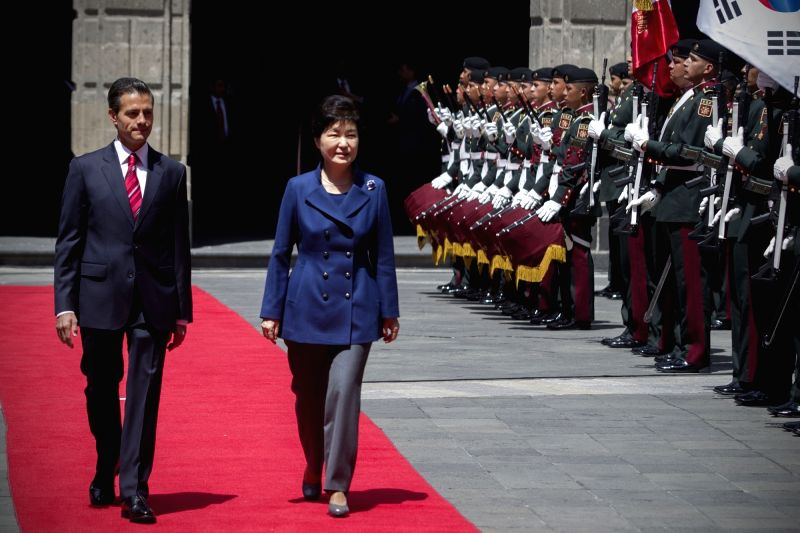 MEXICO CITY, April 4, 2016 - Mexico's President, Enrique Pena Nieto (L) and his South Korean counterpart Park Geun-hye (C), inspect the guard of honor during a welcoming ceremony at National Palace ...