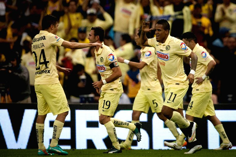 America's Michael Arroyo (2nd R) celebrates his goal with Oribe Peralta (L) during the return match of the Final of the 2014 Opening Tournmanet of the MX League