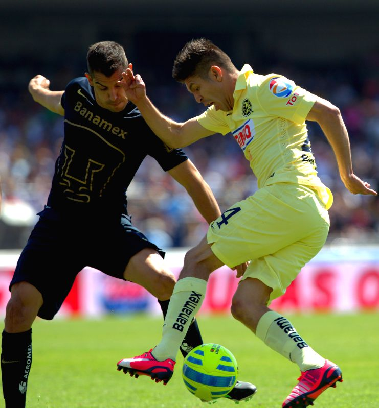 UNAM's Pumas Gerardo Alcoba (L) vies with America's Paolo Goltz during the match of the 2015 Closing Tournament of MX League in the Olympic University Stadium ...