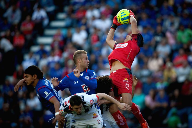 Cruz Azul's Jose Carlos Toffolo (Center Up), vies the ball with Monterrey's goalkeeper Juan de Dios Ibarra (R Up), during a match of the 2015 Closing Tournament .