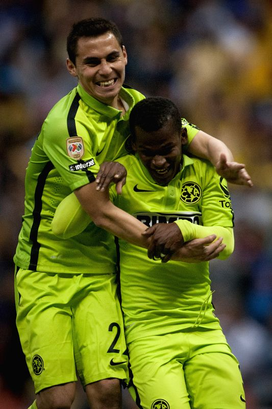 America's Darwin Quintero (R) celebrate his goal during the match corresponding to the Day 1 of the Closing Tournament 2015 of MX League, against Leon in the ...