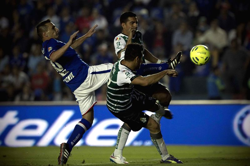 Cruz Azul's Christian Gimenez (L) vies with Javier Orozco (R) and Alonso Escobar (C) of Santos, during the match corresponding to the Day 2 of the Closing ...