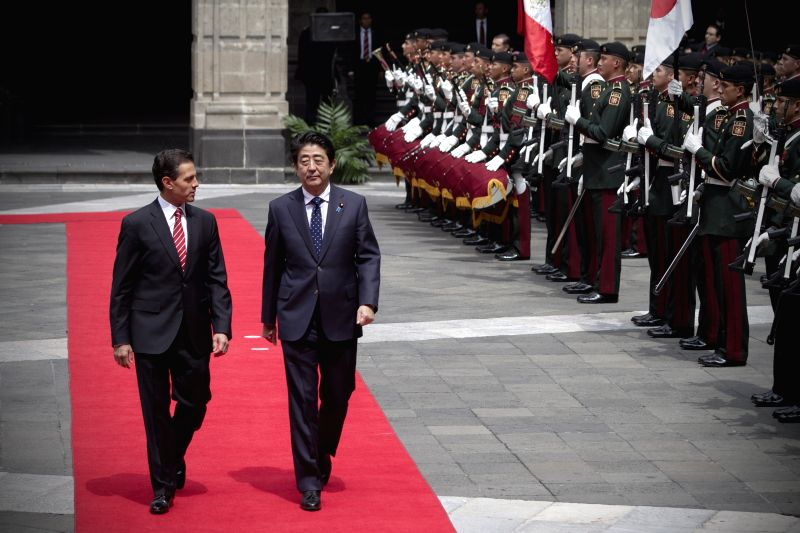 Mexican President Enrique Pena Nieto (L) and Japanese Prime Minister Shinzo Abe (2nd L) inspect the honor guard during a welcome ceremony at National Palace in . - Shinzo Abe