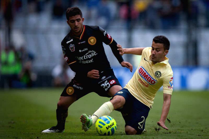 America's Jose Guerrero (R) vies for the ball with Leones Negros's Jairo Gonzalez, during the match of the 2015 Closing Tournament of MX League in the Azteca ...