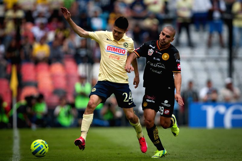 America's Oribe Peralta (L), vies for the ball with Leones Negros's Jorge Hernandez, during the match of the 2015 Closing Tournament of MX League in the Azteca ...