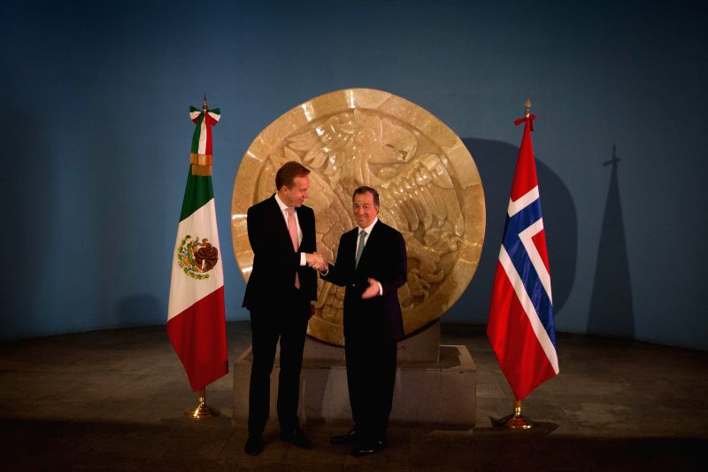 Mexico's Foreign Minister Jose Antonio Antonio Meade (R) shakes hands with Norway's Foreign Minister Borge Brende in Mexico City, capital of Mexico, on March ... - Jose Antonio Antonio Meade