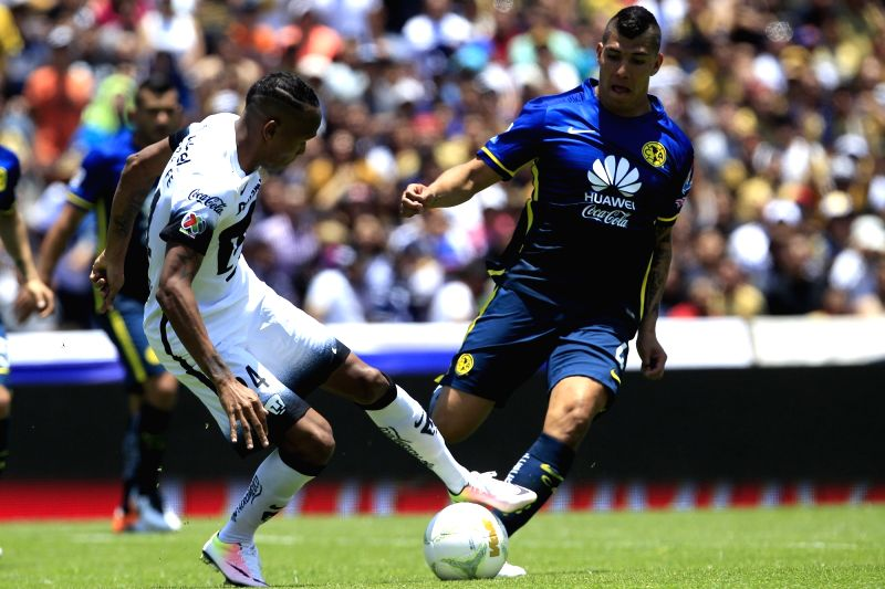 MEXICO CITY, May 9, 2016 - UNAM's Luis Quinones (L) vies the ball with Erik Pimentel (R) of America in the match of Day 17 of 2016 Closing Tournament of MX League, at Olympic University Stadium, in ...