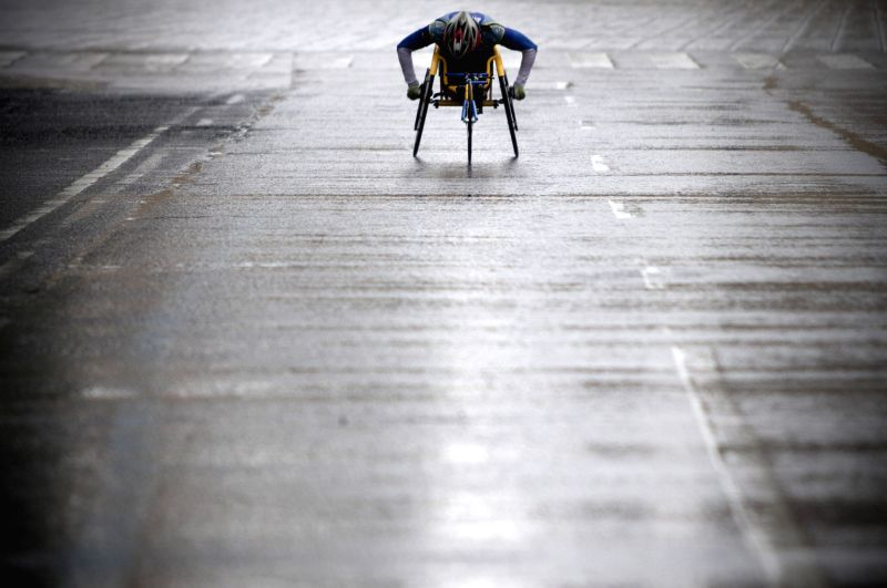 An athlete in a wheelchair takes part in the 32nd edition of the 2014 Mexico City Marathon, in Mexico City, capital of Mexico on Aug. 31, 2014.