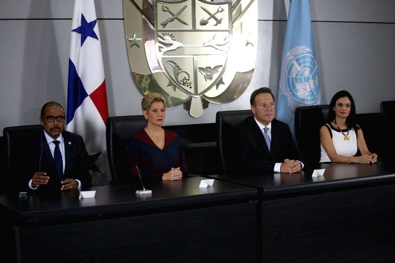 Michel Sidibe (1st L), Executive Director of UNAIDS, Lorena Castillo (2nd L), first lady of Panama, Juan Carlos Varela (2nd R), President of Panama, and Isabel ...