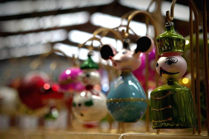 Michoacan (Mexico): A spheres exhibited in Tlalpujahua of Michoacan State, Mexico. The Magic Town of Tlalpujahua is renowned for its Christmas spheres created by its artisans. (Xinhua/Bernardo ...