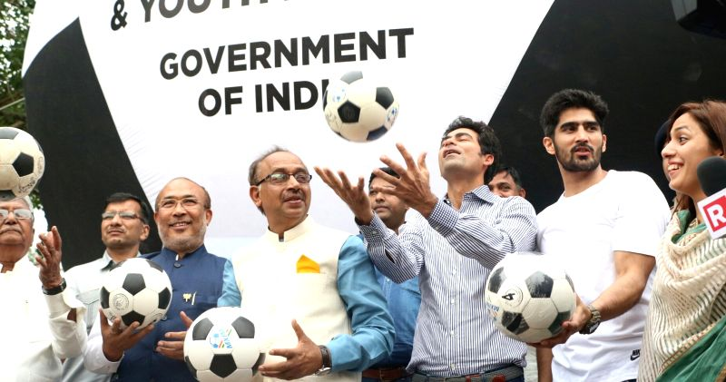 Minister of State for Youth Affairs and Sports (I/C), Water Resources, River Development and Ganga Rejuvenation Vijay Goel, Manipur Chief Minister N Biren Singh, former India cricketer ... - N Biren Singh and Vijender Singh