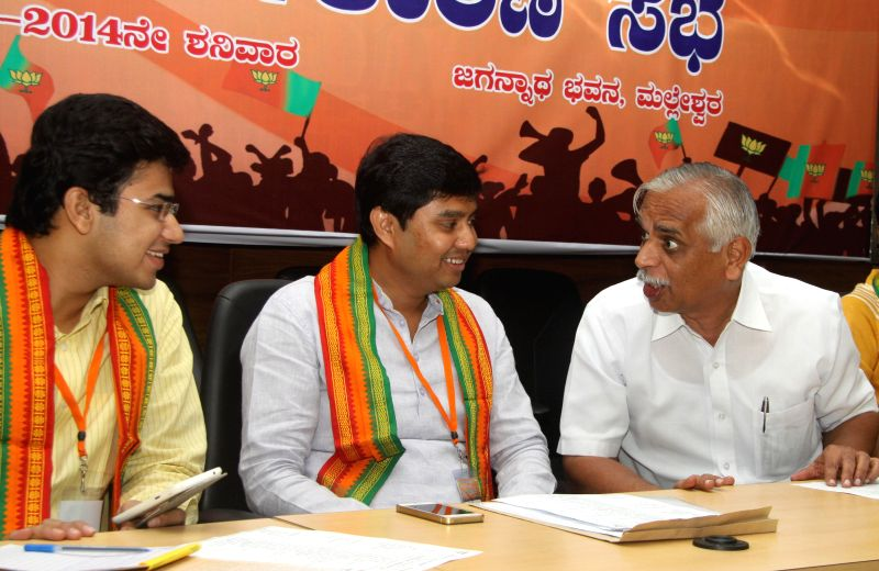 MLA BN Vijaya Kumar discussing with Youth Wing Leaders Saptagiri Gowda and Tejaswi, during the BJP Youth Wing Executive Committee Meeting at Jagannath Bhavan, in Bangalore on August 2, 2014. - Vijaya Kumar