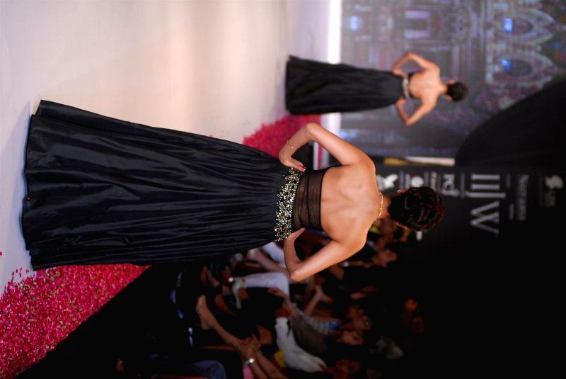 Model displays the creations of P N Gadgil Jewellersduring the India International Jewellery Week (IIJW) in Mumbai, on July 15, 2014.