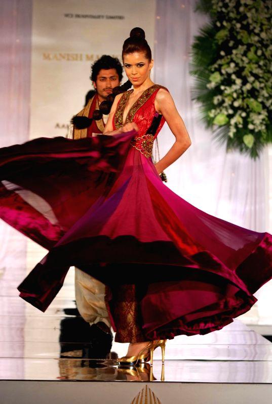 Model Walks for fashion designer Archana Kochhar at Aamby Valley Indian Bridal Week day 5. - Manish Malhotra