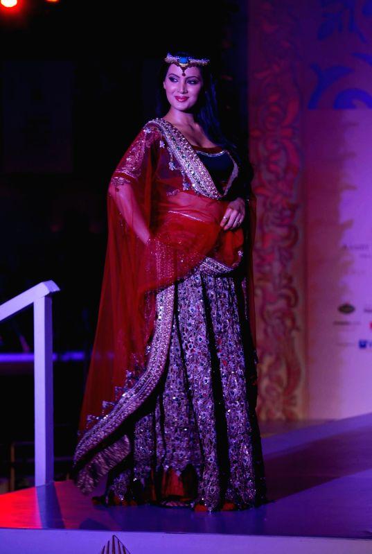 Model Walks for fashion designer Archana Kochhar at Aamby Valley Indian Bridal Week day 5.