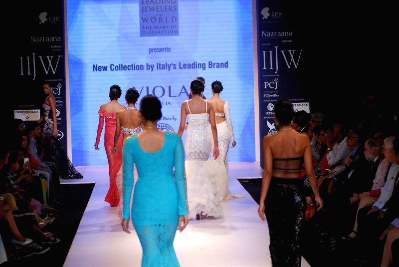 Models display the creations of Gitanjali Jewellers during the India International Jewellery Week (IIJW) in Mumbai, on July 15, 2014.