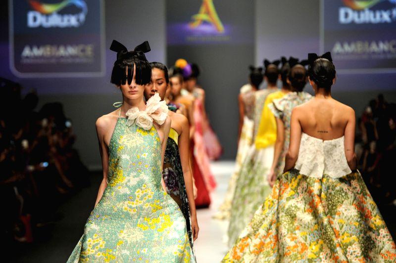 Models present creations by Indonesian designer Didi Budiardjo on the Jakarta Fashion Week 2016 in Jakarta, Indonesia, Oct. 28, 2015.