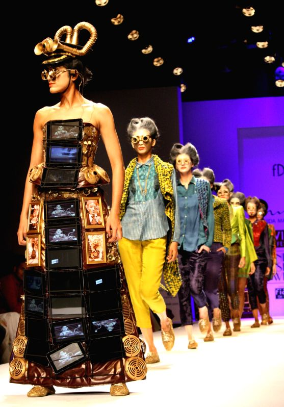 Fashion Designer Nida Mehmood 39 S Show At The Wills Lifestyle India Fashion Week