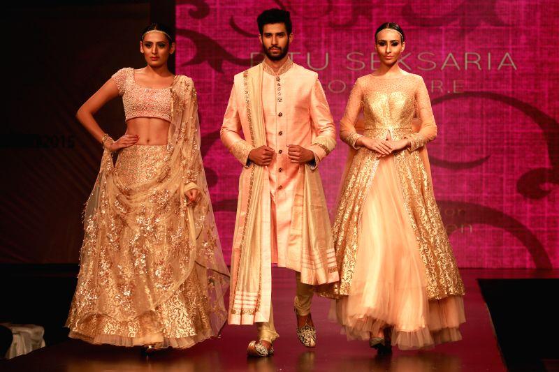 Raksha Bandhan Fashion: Trendy Sarees, Men's Kurtas to look stylish