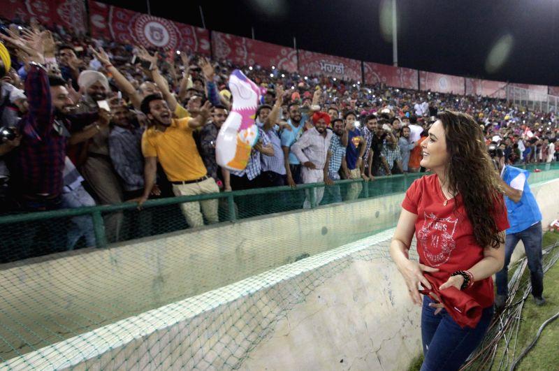 The co-owner of Kings XI Punjab actress Preity Zinta during an IPL-2015 match between Sunrisers Hyderabad  and Kings XI Punjab at  Punjab Cricket Association Stadium in Mohali, Punjab on ... - Preity Zinta