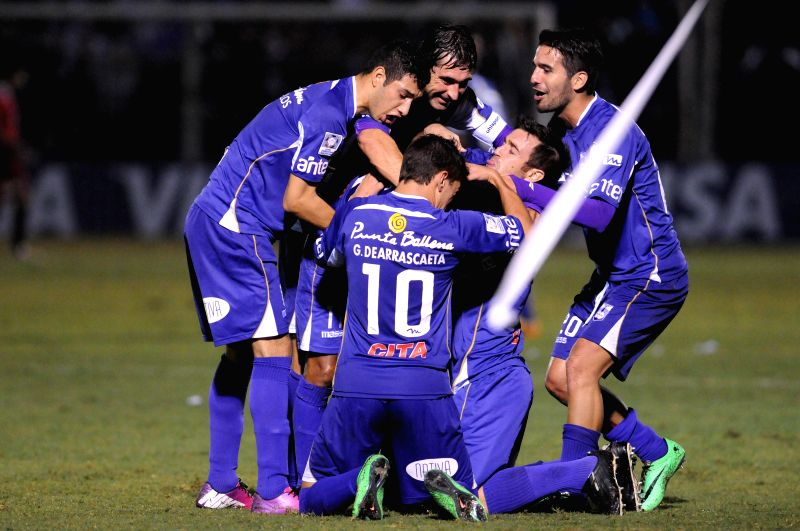 Players of Uruguay's Defensor Sporting celebrate scoring against Bolivia's the Strongest during the knockout stage match of Libertadores Cup held at Luis ...