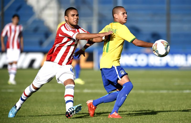 Paraguay's Roque Guachire (L) vies with Brazil's Marcos Guilherme in a soccer match of the South American U-20 tournament in the Gran Parque Stadium, in ...