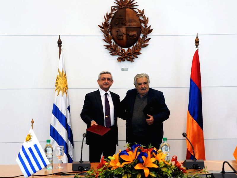Image provided by Uruguay's Presidency shows Armenia's President Serzh Sargsyan (L) posing with his Uruguayan counterpart Jose Mujica at the Executive Tower in ..