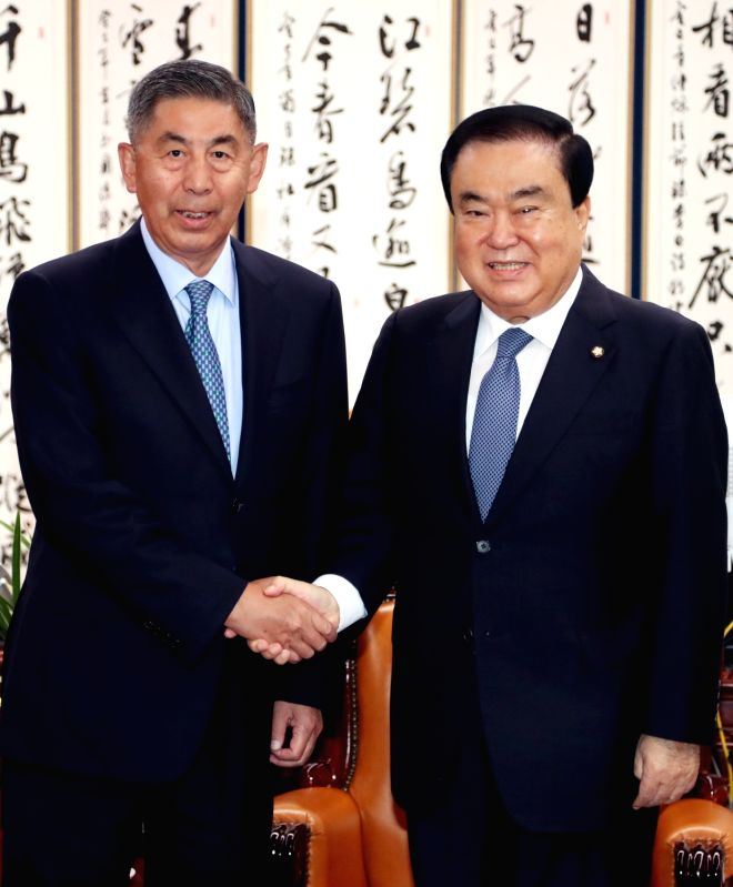 Moon Hee-sang (R), National Assembly speaker, poses for a photo with Kong Dan, the erstwhile chairman of the state-owned Citic Group and Everbright Bank, during their meeting at the parliament ...