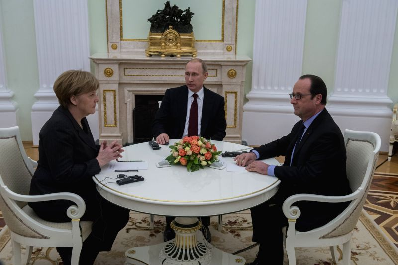 Russian President Vladimir Putin (C) meets with visiting French President Francois Hollande (R) and German Chancellor Angela Merkel in Moscow, Russia, Feb. 6, 2015. ..