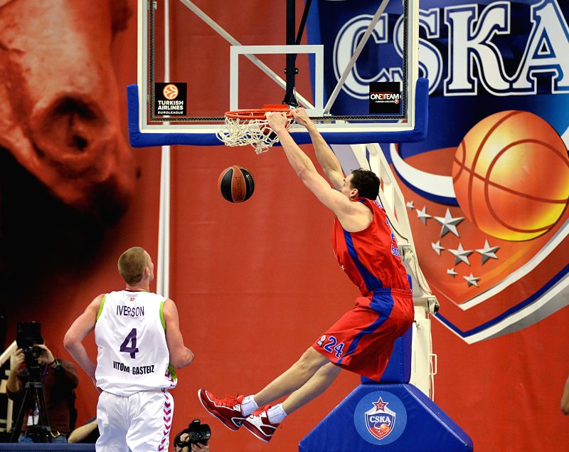 Sasha Kaun (R) of CSKA Moscow dunks during the Basketball Euroleague between Russia's CSKA Moscow and Spain's Laboral Kutxa Vitoria in Moscow, Russia, on Jan. 8, ...