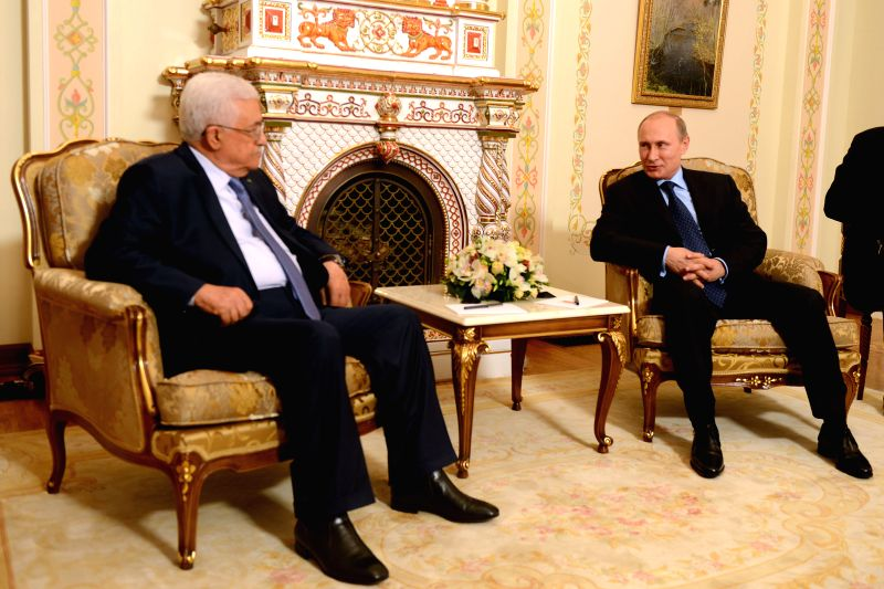 Russian President Vladimir Putin (R) meets with Palestinian President Mahmoud Abbas in the Novo-Ogaryovo residence outside Moscow, Russia, on June 25, 2014.