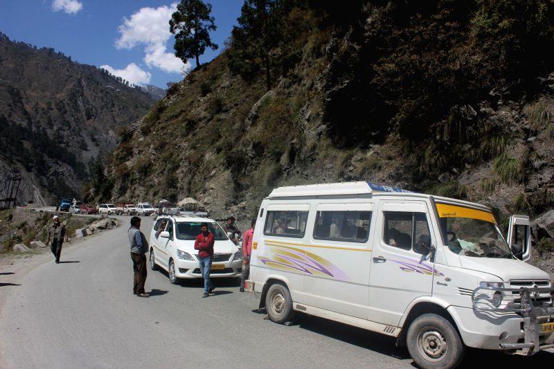 Motorists inconvenienced due to traffic jam on Srinagar-Jammu national highway in Jammu and Kashmir's Ramban district on April 10, 2014.