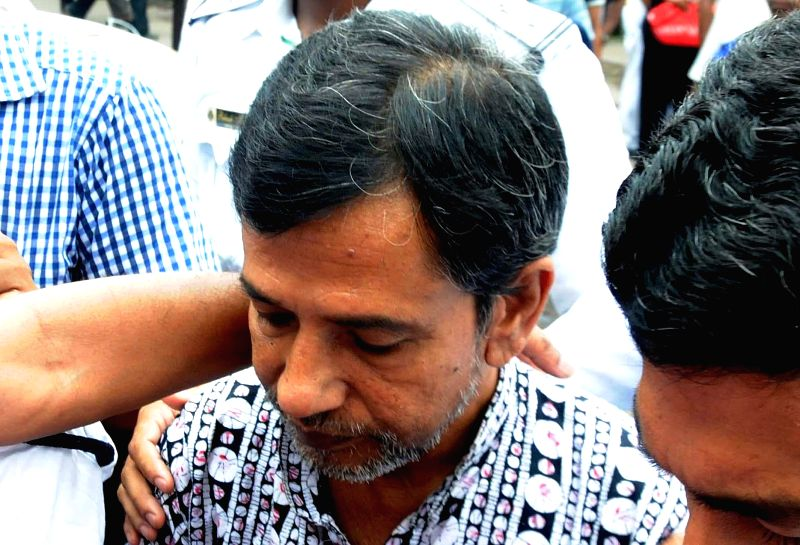 Multi-crore-rupee Saradha chit fund scam kingpin Sudipta Sen being taken to be produced in a Kolkata Court on Aug 21, 2014.