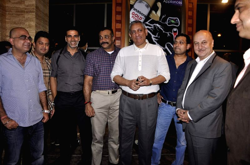 Actor Anupam Kher, Akshay Kumar  and Mumbai Police Commissioner Rakesh Maria during the special screening of film Baby in Mumbai on 20th Jan 2015 - Anupam Kher and Akshay Kumar