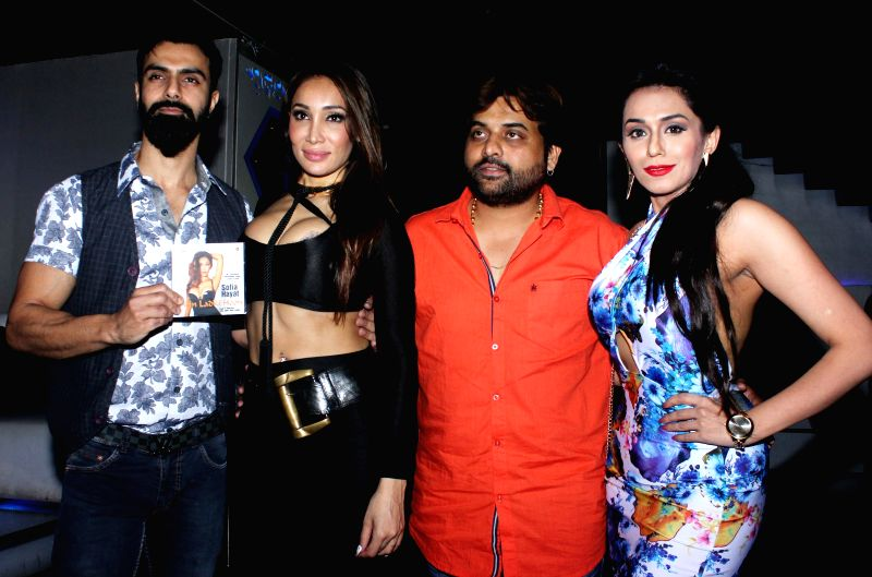Actor Ashmit Patel,Sofia Hayat, Sandeep shukla and Andria D`souza during the launch of debut album Main Ladki Hoon by Sofia Hayat in Mumbai on March 20, 2015. - Ashmit Patel