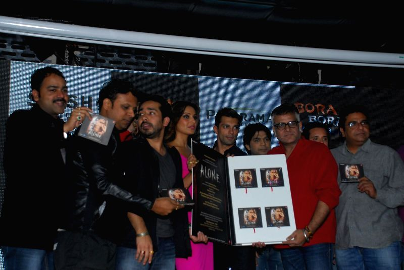 Actor Bipasha Basu and Karan Singh Grover during the trailer and music launch of film Alone in Mumbai, on Dec. 22, 2014. - Bipasha Basu and Karan Singh Grover
