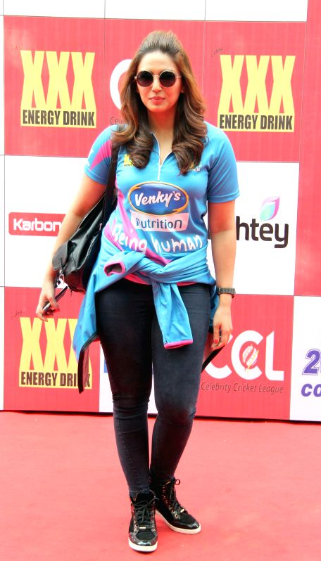 Actor Huma Qureshi during the Celebrity Cricket League (CCL) in Mumbai, on jan. 10, 2015. - Huma Qureshi