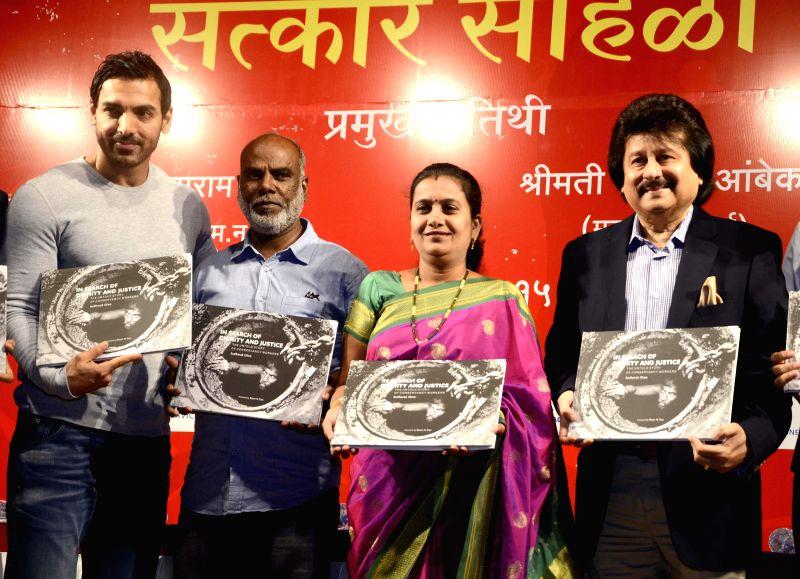 Actor John Abraham, Mumbai Mayor Snehal Ambekar, ghazal singer Pankaj Udhas at the launch of photojournalist Sudharak Olwe's book `In Search Of Dignity And  Justice` in Mumbai, on Jan 22, ... - John Abraham