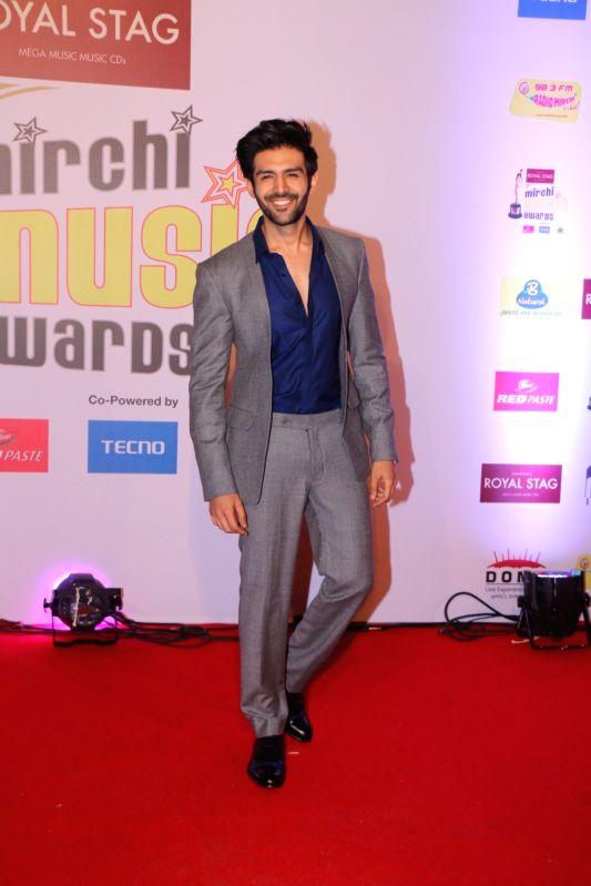 ":Mumbai: Actor Kartik Aaryan at the red carpet of ""10th Mirchi Music Awards"" in Mumbai on Jan 28, 2018. (Photo: IANS)."
