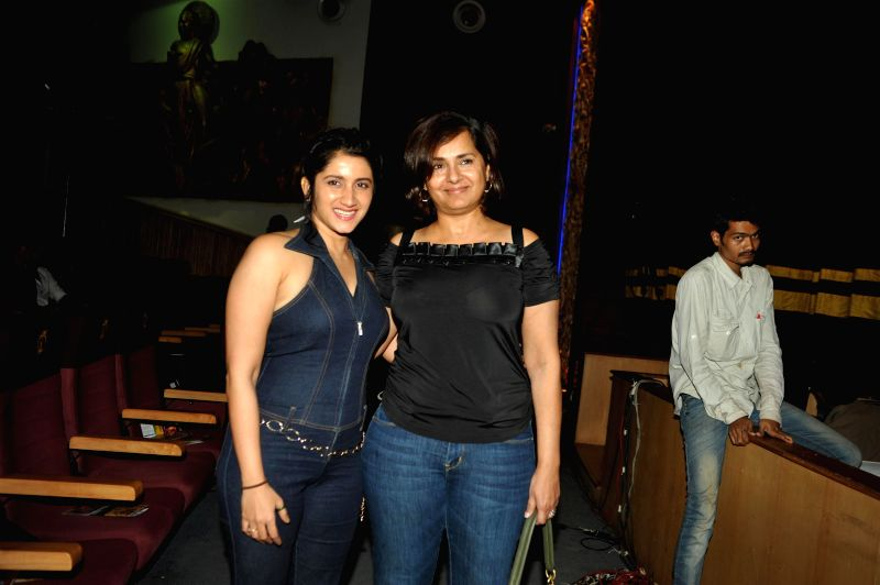 Actor Kitu Gidwani and Model Smiley Suri during the 2nd edition of Dance Central`s Annual Student Showcase in Mumbai, on Feb 22, 2015. - Kitu Gidwani