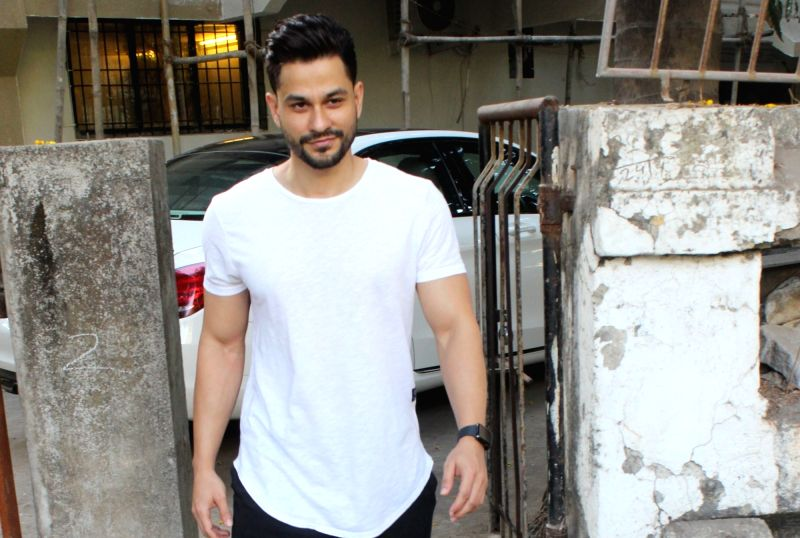 Mumbai: Actor Kunal Khemu seen in Mumbai's Juhu, on May 14, 2019. (Photo: IANS)