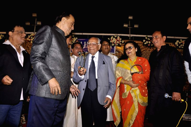 Actor Leena Chandavarkar and Ram Jethmalani, lawyer and politician during the Hum Log Awards 2015 in Mumbai on Feb. 16, 2015. - Leena Chandavarkar